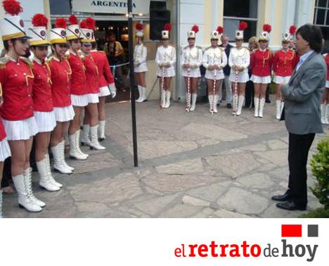 El-Retrato-de-Hoy-Argentina-La-Guardia-Nacional-del-Mar-2011-bastoneras-majorettes-baton-twirlers-bandasdemarcha
