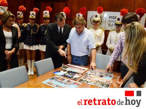 El-Retrato-de-Hoy-Argentina-Bastoneras-Guardia-del-Mar-2013-Intendente-Pulti