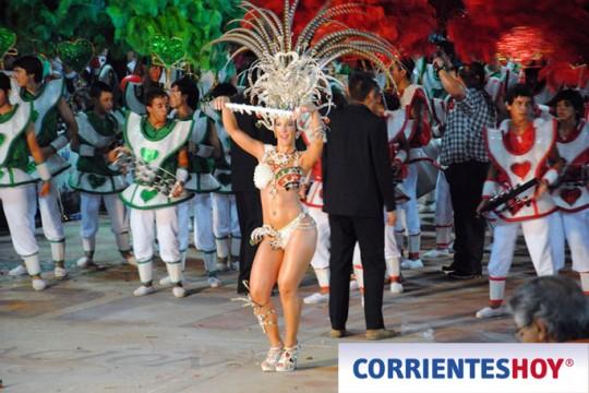 Corrientes-Hoy-Monte-Caseros-Argentina-Carnaval-Artesanal-2013-bastoneras-01