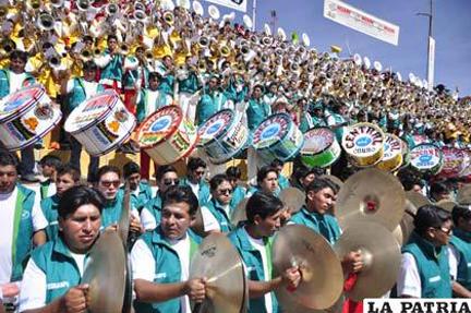 La-Patria-Bolivia-12-Festival-de-Bandas-de-Oruro-2013