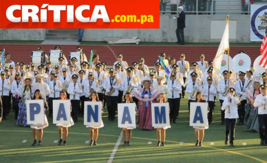 Banda-de-Musica-Herberto-López-de-colegio-Jose-Daniel-Crespo-de-Herrera-Panama-desfile-las-rosas-2014