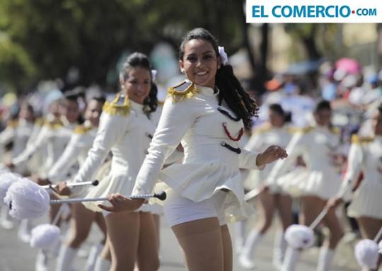 Desfile-Confraternidad-2013-Quito-Paguay-COMERCIO-bastoneras-24-de-Mayo