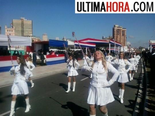 Ultima-Hora-Paraguay-Bastoneras-primer-desfile-patriotico-la-costanera-asuncion