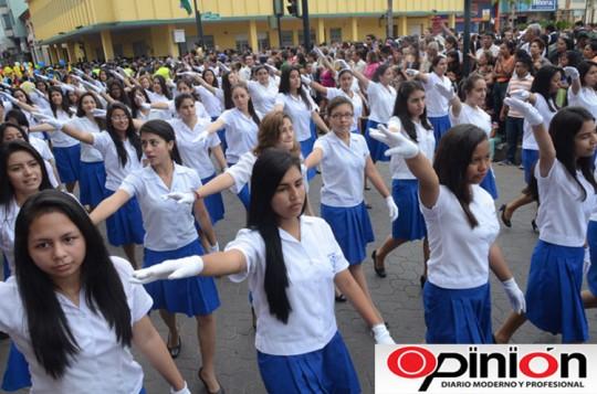 Opinion-Ecuador-desfile-cantonizacion-2014