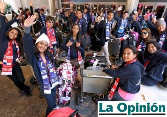 La-Opinion-Los Angeles-California-USA-Banda-Herberto-Lopez-Panama-Desfile-de-las-Rosas-2014