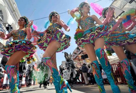 Bolivia-Carnaval-de-Oruro-2015-dancers-bailarinas