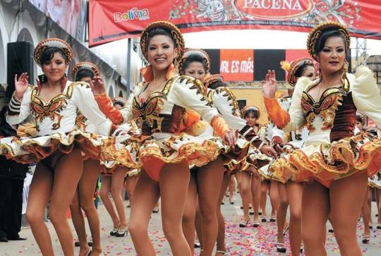 Grupo-de-Danza-Carnaval-de-Oruro-bailarinas