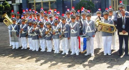 Mestro José Humberto Escalante junto a sus alumnos Banda Marcial Colegio de Infantes