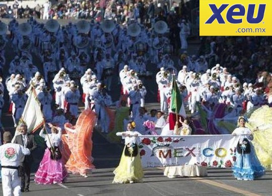 XEU-mexico-delfines-marching-band-desfile-de-las-rosas-2015
