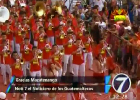 Banda-Pedro-Molina-Guatemala-cierra-Desfile-Carnaval-Mazatenango-2015-Noti7-Canal-7